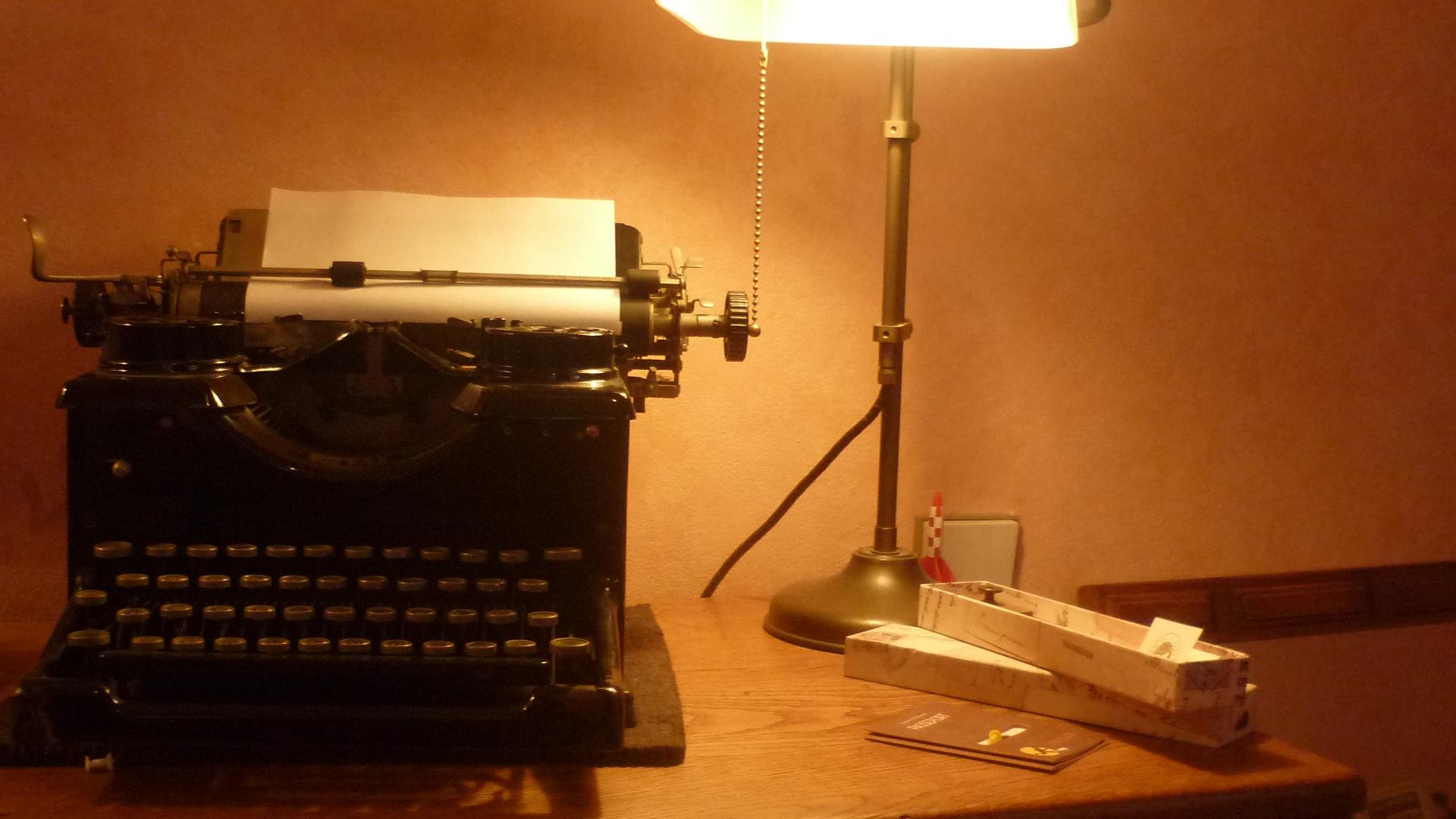 La m quina de escribir - Escritorio para escribir ...